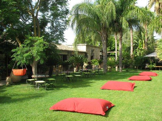 Villa dei Papiri: Jardin attenant à la salle du peti-déjeûner