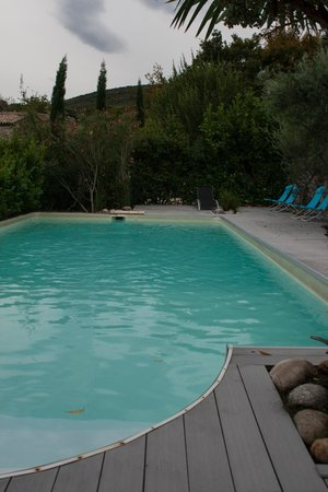 La Seigneurie de Naves: the pool