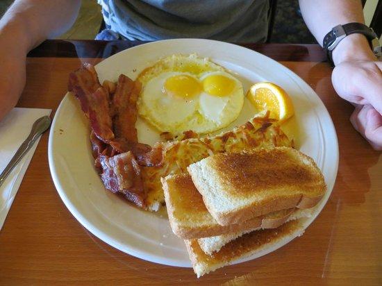 San Simeon Lodge: Breakfast