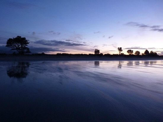 Carters Beach Top 10 Holiday Park: Twilight on Carters Beach.
