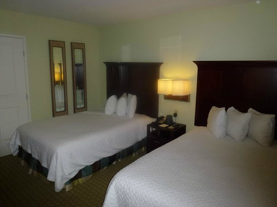 Embassy Suites by Hilton Valencia: Bed room