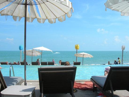 Lamai Wanta : Sea view from the pool