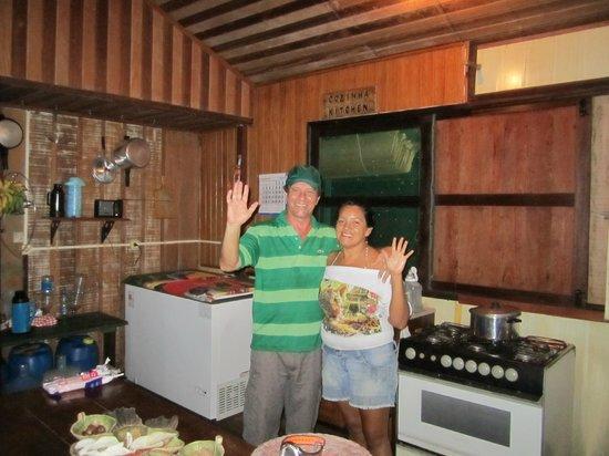 Tauari Inn Lodge: Die Besitzer und Betreiber in der Küche