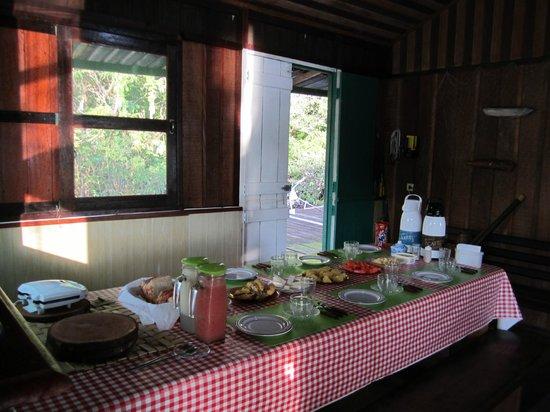 Tauari Inn Lodge: Frühstückstisch