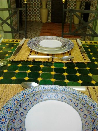 Dar Limoun Amara: Settled table for lunch