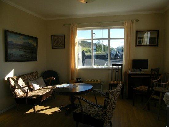 Hotel Reykjahlid: siting room...