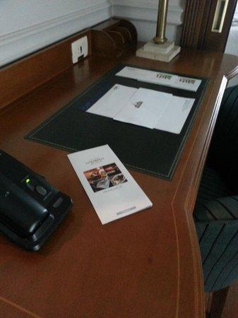 Gran Estanplaza Berrini : Escrivania
