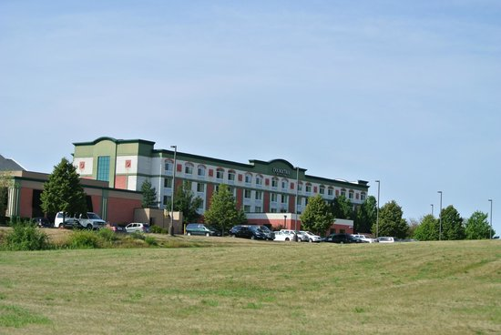 DoubleTree by Hilton Des Moines Airport: View from Street