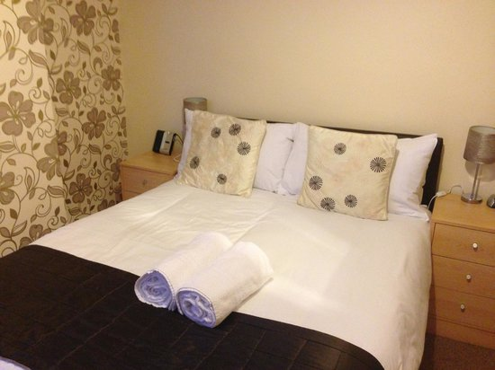 The Mardonia: Bed - nice looking, clean, very comfortable