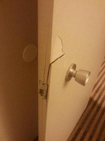Quality Inn & Suites: door had been kicked in