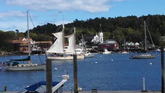 Tugboat Inn: Busy Harbor