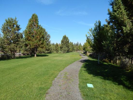 Bend/Sisters Garden RV Resort : The dog walking path