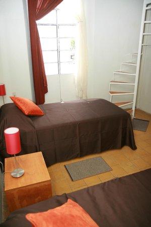 Hostel Lit: Dormitory