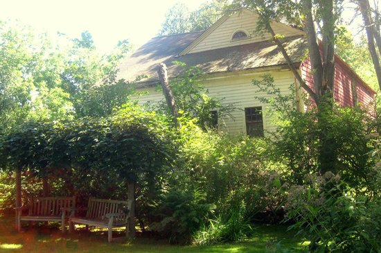 Ralph Waldo Emerson House: Emerson house grounds
