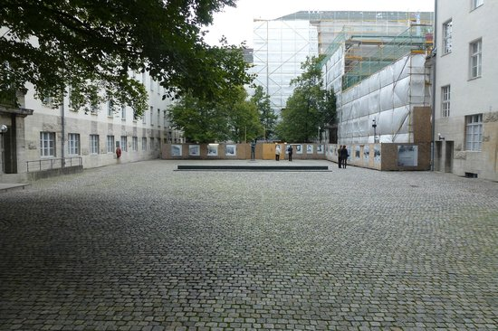 The German Resistance Memorial Centre: Commemorative courtyard