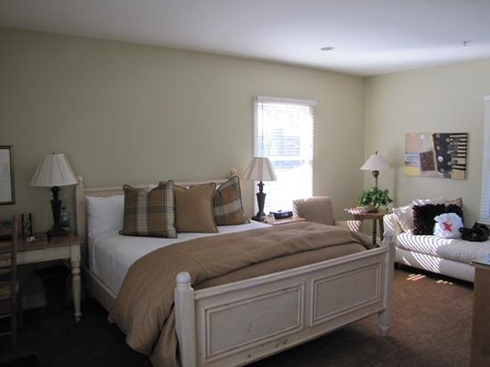MacArthur Place - Sonoma's Historic Inn & Spa: large bedroom