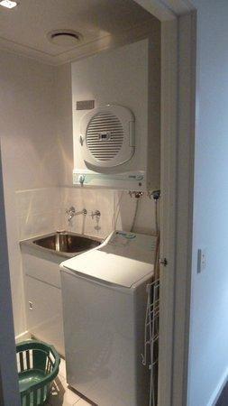 Apartments at Glen Waverley: Washing machine & dryer