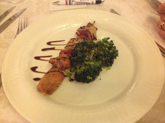 Il Piccolo Castello Hotel : Lamb Kebab with broccoli
