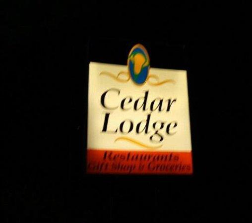 Cedar Lodge: insegna