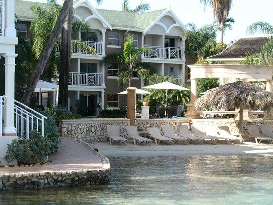 Sandals Royal Caribbean Resort and Private Island: beach of Kensington Cove