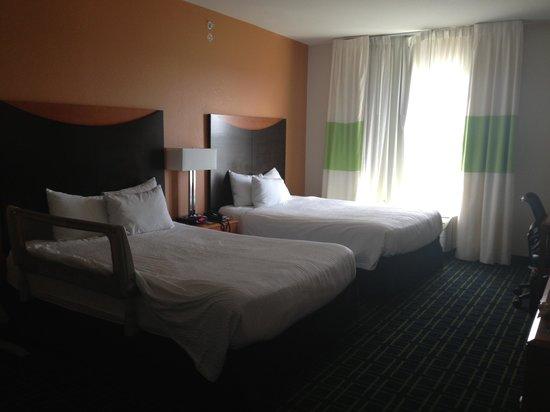 Fairfield Inn & Suites Orlando at SeaWorld®: Quarto