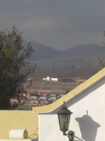 Fuerteventura Beach Club: View of mountains from patio