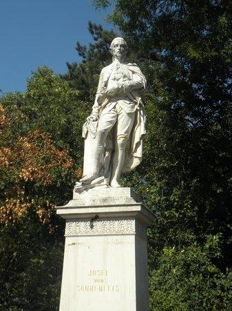 Rathausplatz: Joseph von Sonnenfels was Austrian Enlightenment writer and professor of Political Science. Scul