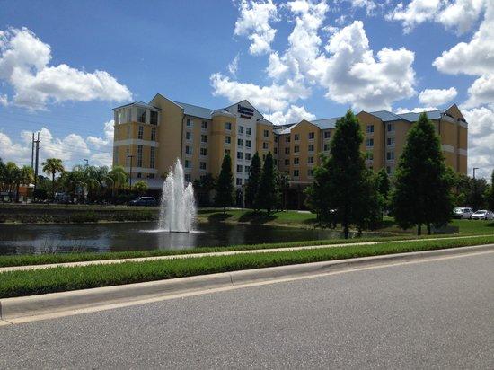 Fairfield Inn & Suites by Marriott Orlando at SeaWorld: Frente do hotel