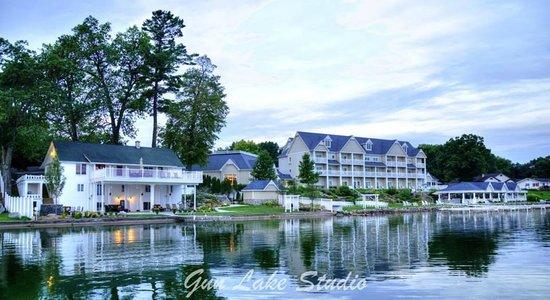 Bay Pointe Inn & Restaurant : Bay Pointe Inn and the BoatHouse Villa