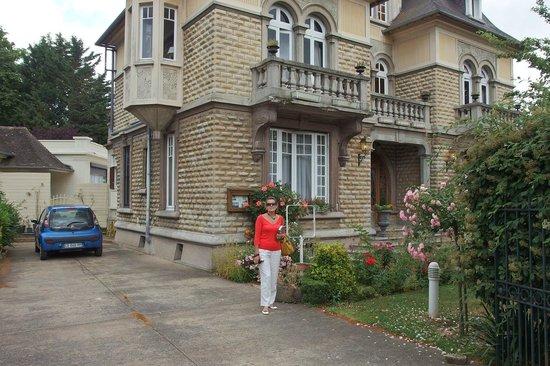 Le Castel Guesthouse: Esterno ravvicinato