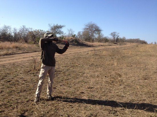 Simbambili Game Lodge: tracker Mamps with his trusty slingshot