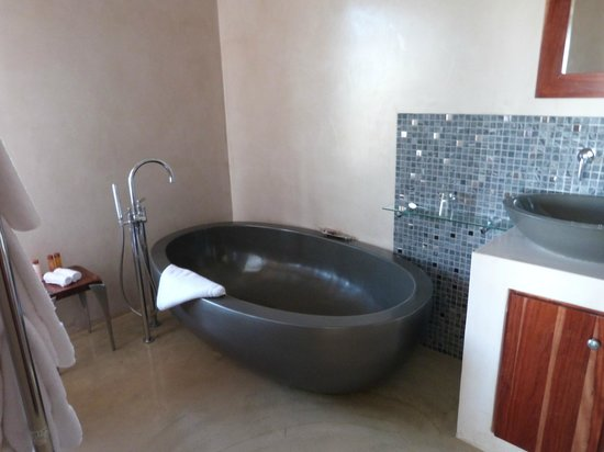 Fynbos Ridge Country House & Cottages : Stand alone bath