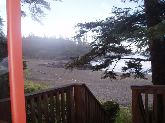 Wya Point Resort : Beach in front of the yurt