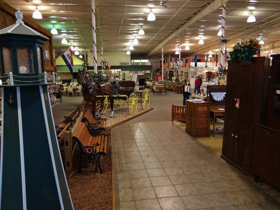 Shenandoah Heritage Market: Market entrance.