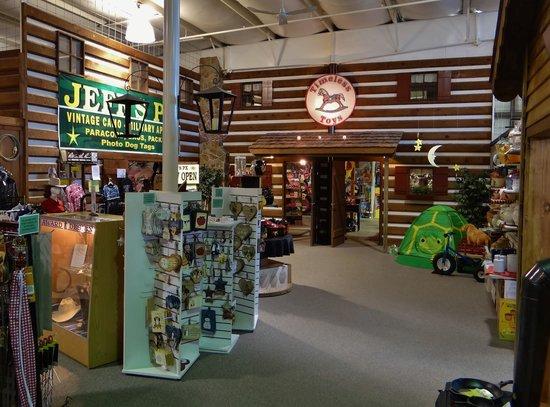 Shenandoah Heritage Market: More shops.