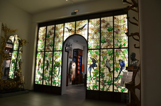 Museum of Modernism : Vidrieras que son un poema
