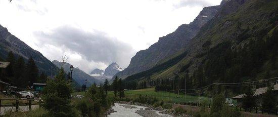 Hotel Granta Parey : Veduta dei rilievi alpini con ghiacciai dalla valle di Rhemes N. D.