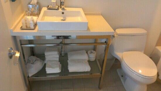 Sonesta Fort Lauderdale Beach: Bathroom