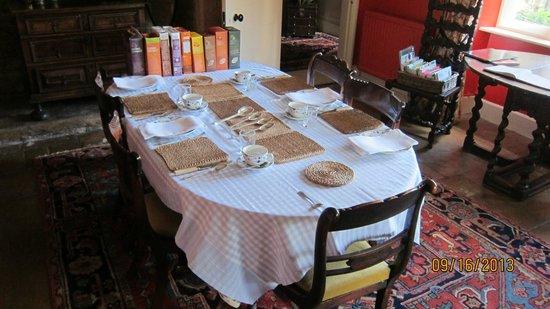 Clapton Manor: Breakfast table