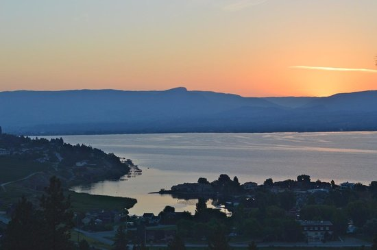 A Lakeview Heights Bed & Breakfast: Lakeview Heights sunrise