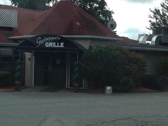 Guiseppe's Grille: outside