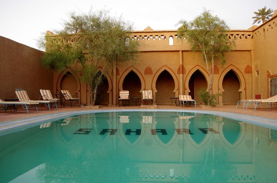 Auberge Camping Sahara : The swimming pool