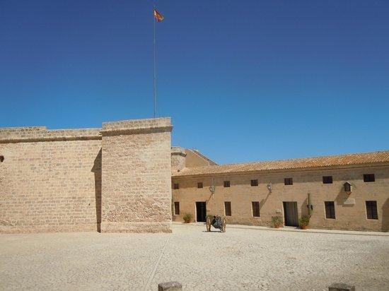 Castell de Sant Carles : Cour intérieure