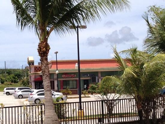 Hotel Santa Fe Guam: ホテルの隣にあるレストラン。コスパの高いです〜