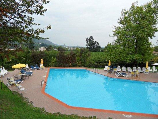 Villa Soligo Hotel: Das Schwimmingpool mit toller Aussicht