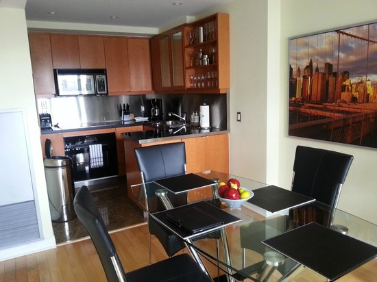 Yonge Suites Furnished Apartments : Well appointed dining and kitchen area