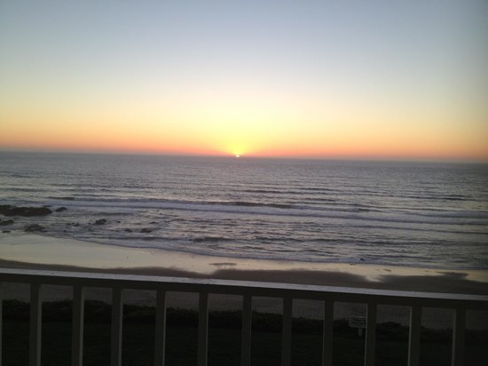 The Coho Oceanfront Lodge: Sunset from the room