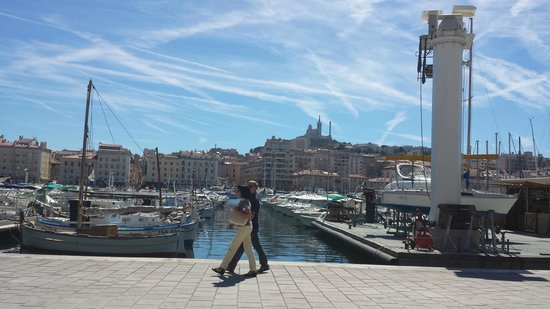 Radisson Blu Hotel, Marseille Vieux Port: View from other side of Vieux Port to the hotel