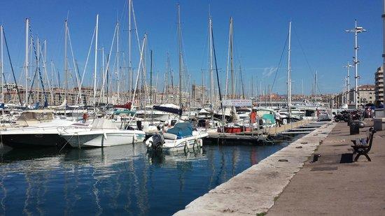 Radisson Blu Hotel, Marseille Vieux Port: View from Hotel to Vieux Port