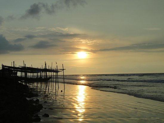 Rose Valley Manadarmoni Beach Resort: Excellent view of sunrise from the resort